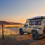 Namibie / Namibia. Sossusvlei. Toyota Land Cruiser HZJ 78