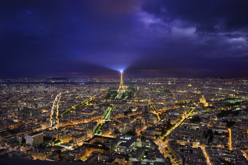 Paris vue de la Tour Montparnasse. Photographie de nuit. ©P.Galibert photographe