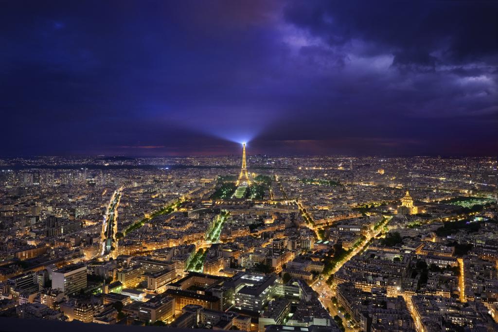 Paris vue de la Tour Montparnasse. Photographie de nuit. ©P.Galibert photographe