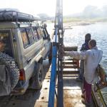 Zambie, passage de frontière avec un bac. HZJ78 Toyota Photographie ©Patrick Galibert