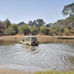 Zambie, passage de gués. HZJ78 Toyota Photographie ©Patrick Galibert